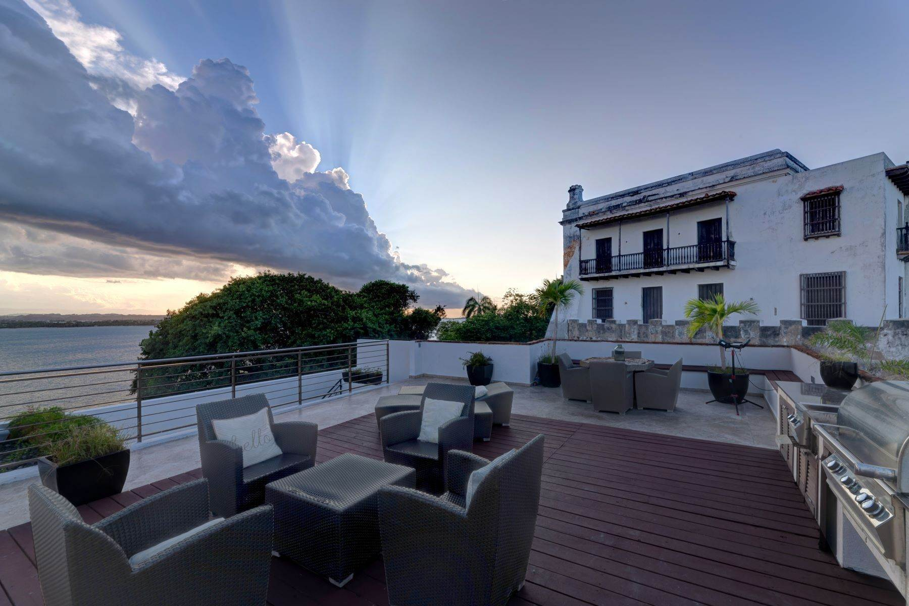17. Single Family Homes for Sale at Splendid Old San Juan Living by the Bay 4 Sol St. Old San Juan, 00901 Puerto Rico