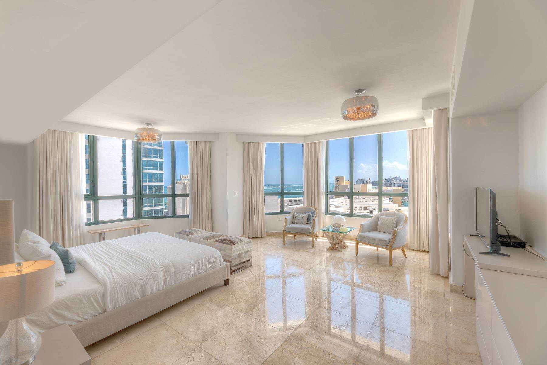 12. Condominiums for Sale at Exquisite Modern Residence in Caribe Plaza 35 Munoz Rivera Ave., Apt. 1202 San Juan, 00907 Puerto Rico