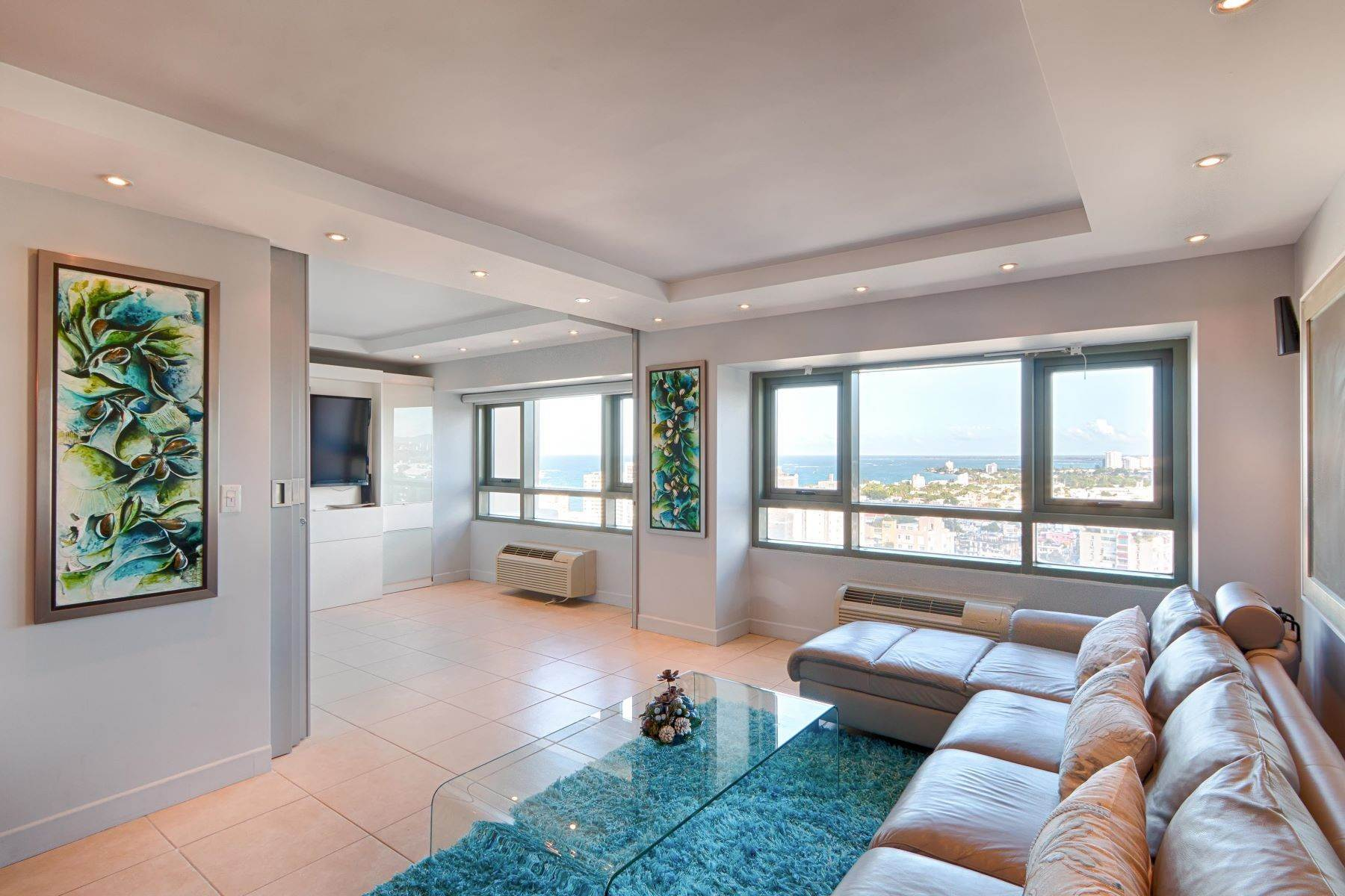 Apartments للـ Sale في Ocean Views at Gallery Plaza 103 Ave. de Diego, Apt. 2305N San Juan, 00911 Puerto Rico