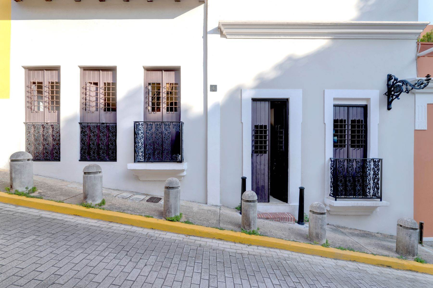 28. Single Family Homes for Sale at Splendid Old San Juan Living by the Bay 4 Sol St. Old San Juan, 00901 Puerto Rico
