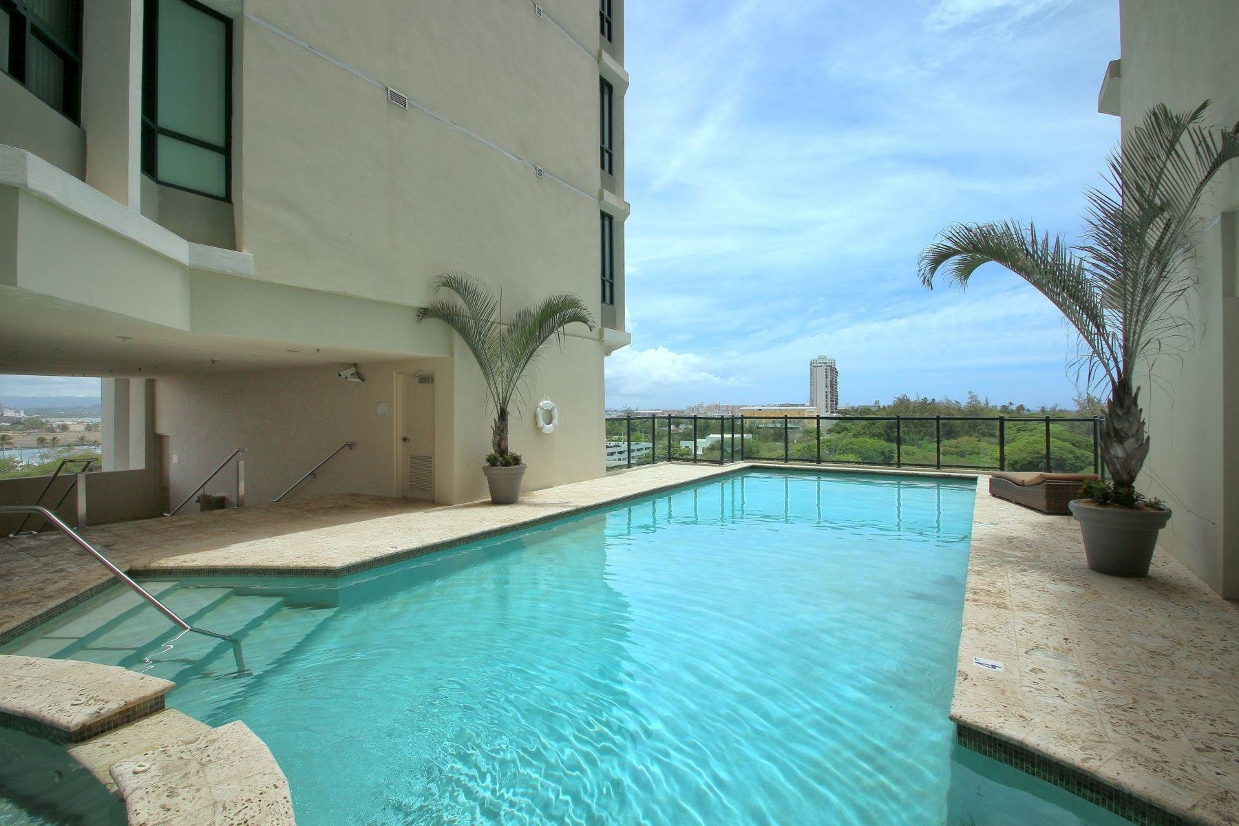 19. Condominiums for Sale at Exquisite Modern Residence in Caribe Plaza 35 Munoz Rivera Ave., Apt. 1202 San Juan, 00907 Puerto Rico