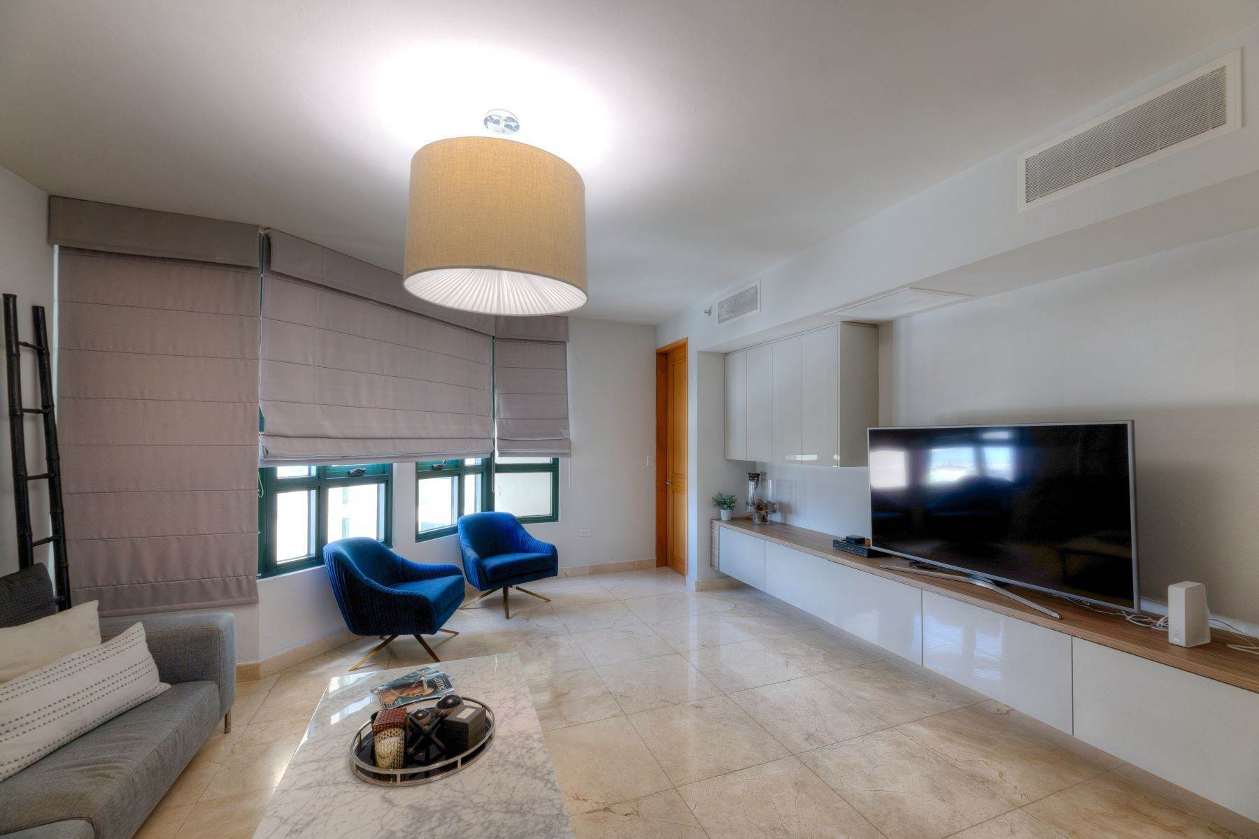 7. Condominiums for Sale at Exquisite Modern Residence in Caribe Plaza 35 Munoz Rivera Ave., Apt. 1202 San Juan, 00907 Puerto Rico