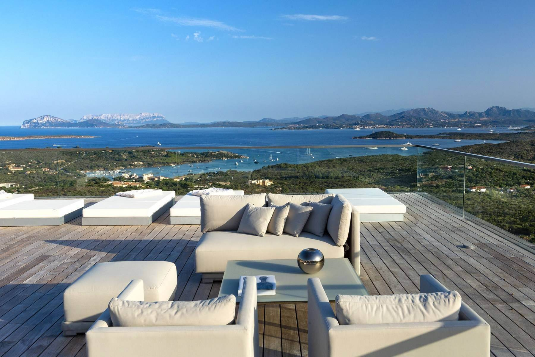 Other Residential Homes voor Verkoop op Prestigious and elegant property in the heart of the Costa Smeralda Porto Cervo, Italië